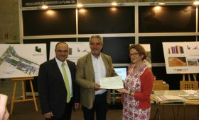 Visita de la consellera de Medi Ambient al stand de Reciplasa en la Ecofira
