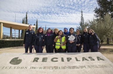 Los estudiantes del taller de empleo Ciudad de la Solidaridad de Castellón visitan Reciplasa